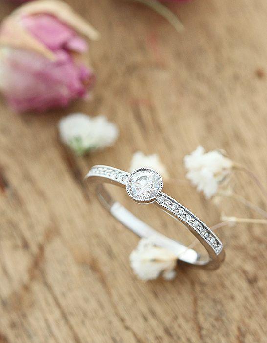 Kaunis valkokultainen Livia sormus briljanteilla : Annette Tillander Webshop