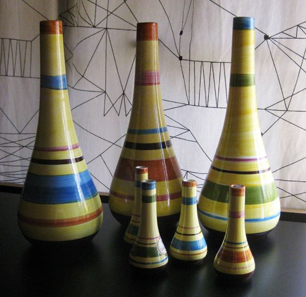 During the 50s and 60s SECLA produced large number of containers to Coffee House liqueur, a product of the Virgin Islands that was imported and sold in the US market. These handpainted containers were made in three diferent colour combinations and two sizes:  11 cm and 30 cm.  Now they commonly appear described as bud vases.