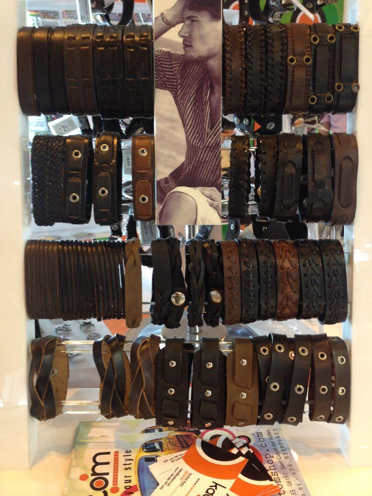 Pulseras de cuero de diferentes diseños y medidas