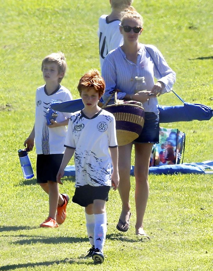 Julia Roberts takes her boys Phinneaus and Henry to their soccer games on September 26, 2015