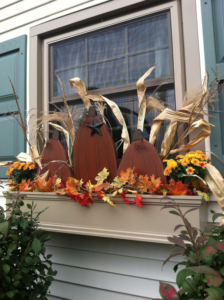 I added a few corn stalks to my fall window box.
