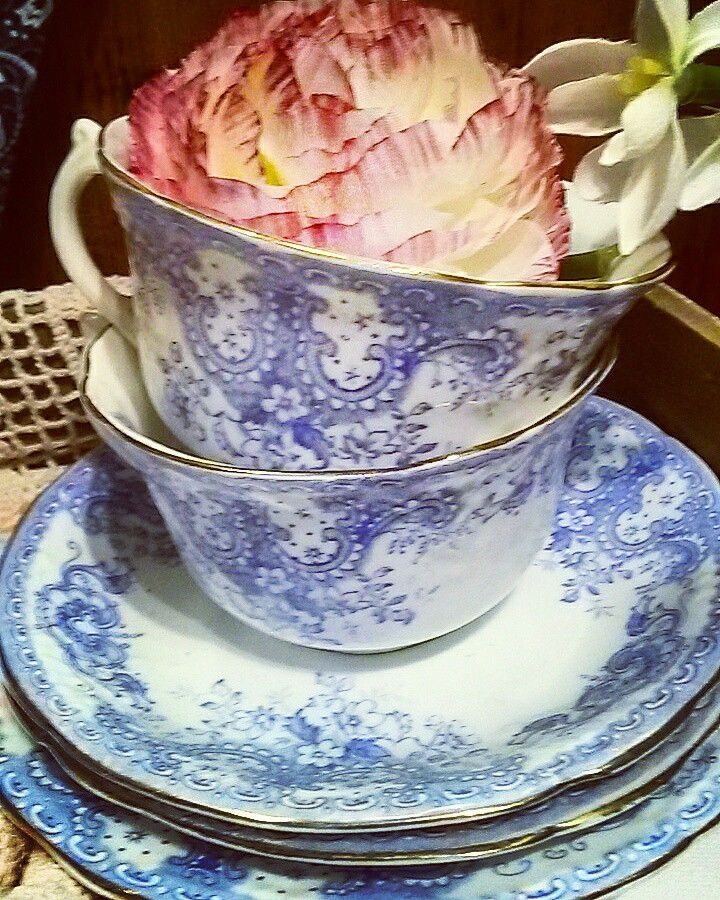 Beautiful blue china. #vintage #vintagestyle #vintagehome #constancewallace #teashop #theteashop #barntgreen #china #trios #cupandsaucer #cupandsaucerflowers #weddingcatering #pretty #vintagechina #creative