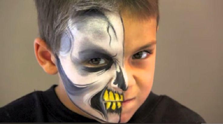 la moitié du visage en squelette