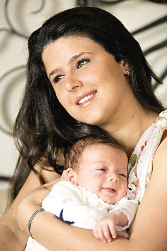 Duarte nasceu prematuro e teve de ficar internado uns dias, mas esse tempo já lá vai. Aos três meses, é um bebé cheio de vitalidade e que transmite muita tranquilidade, como concordam a avó Bibá e a mãe, Maria.