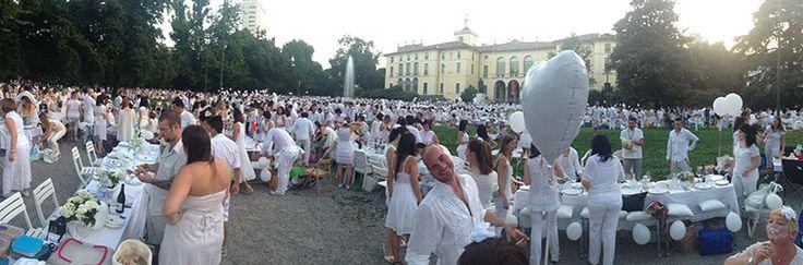 White flash mob! #raiexpo #expo2015 #milano #cenaconme #we4expo #flashmob