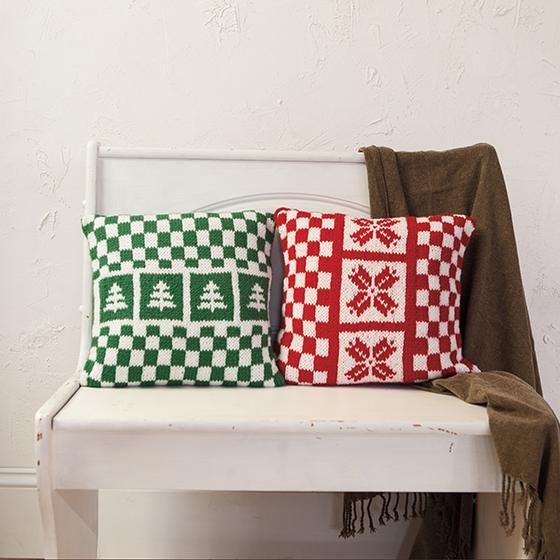 This week we have 2 brand new free holiday patterns - a Dreidel and Holiday Pillow Set - both great for getting your home ready for the holidays! & 32 best Homeware patterns images on Pinterest | Knit patterns ... pillowsntoast.com