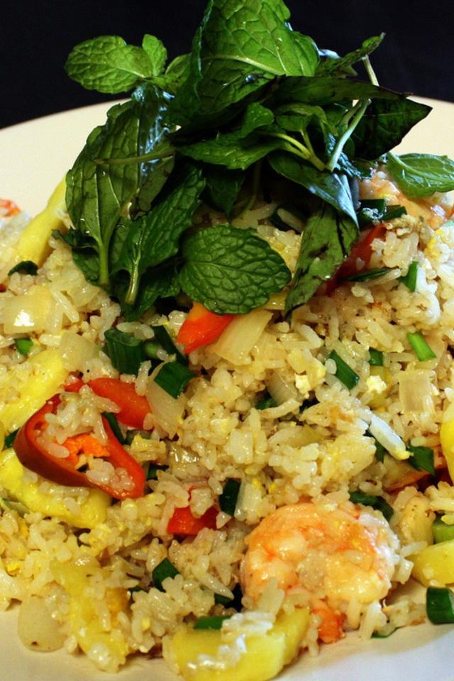 Pineapple Shrimp Fried Rice | @F°°dF®enzy | Pinterest