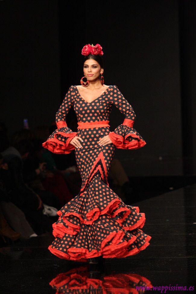 Sonia & Isabelle SIMOF 2013. Este traje me trae recuerdos de 1992: viendo a Jose Manuel Soto en la Expo'92, vestidas de flamenca porque era Martes de Feria