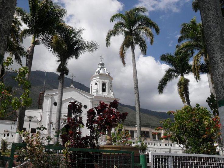 @VisitaSantander visita a @_surata capital provincia soto norte.. Hermoso pueblo de Santander. Foto Luis Fdo Portilla