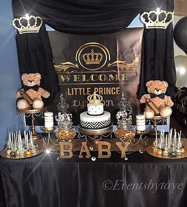 Royal prince themed babyshower glamtable desserttable