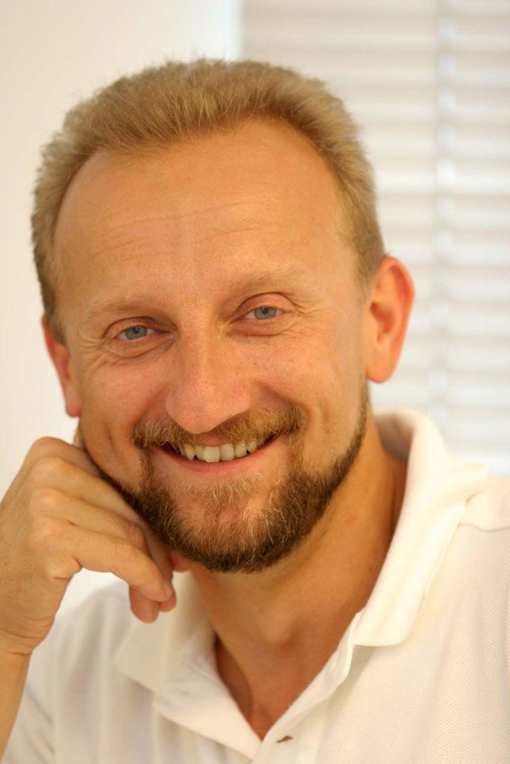 Warum ist es wichtig, dass der Zahnarzt, der die Implantate einsetzt, zugleich ein Implantologe ist?  Das ist wirklich sehr wichtig, weil die zahnärztliche Technologie in den letzten Jahren unglaublich große Fortschritte gemacht hat und Zahnärzte, die nach ihrem Zahnarztstudium nicht in ihre Weiterbildung investieren, einfach nicht in der Lage sind, den Welttrends richtig zu folgen. http://www.zahnimplantate-kroatien.at/zahnimplantate-kroatien.html