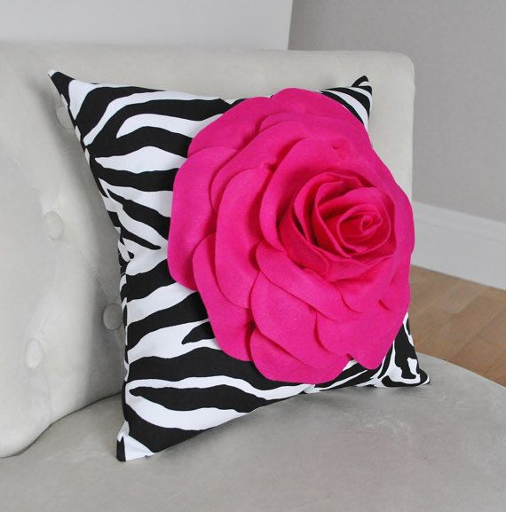 Rosa caliente cebra almohada 14 x 14 decoración hogar por bedbuggs