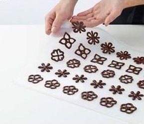 Dantela fina si alte ornamente din ciocolata - Invatam din aceste idei practice cum se fac si cum se decoreaza prajiturile de casa
