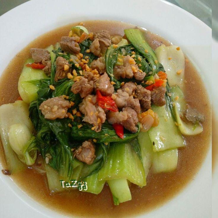 Sayur fenomenal.. Sayur Pakchoy Tumis Sapi inspirasi resep dari @ompapi sayurnya chaisim saya ganti keep pakchoy  buat setor @thegaring.ig Hari ini pesta yang ijo2 biar sehat…