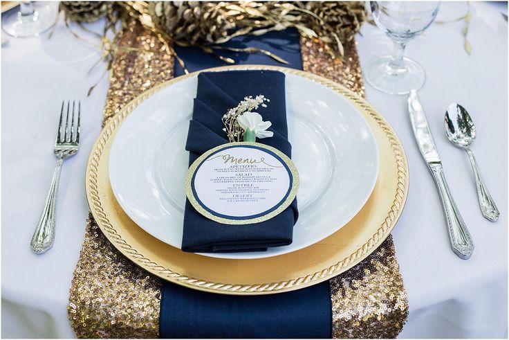 décoration mariage // set de de table // thème marin // couleur or et bleu marin // menu du repas de mariage