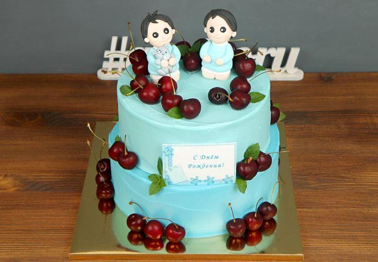 """Детский торт """"Братья-близнецы""""  Появление близнецов👬 – это всегда хлопоты, но одновременно и большая, вдвойне радость. Они вместе растут, вместе идут в детский сад и в школу, вместе получают аттестат. Вместе празднуют День рождения. Всю жизнь их связывают невидимые, но крепкие и нерушимые узы🙌 И подарочный торт, разумеется, для них также должен быть один. Большой, красивый и вкусный!  С радостью изготовим #детскийторт от 2-х кг всего за 2350₽/кг. Одна #фигуркаизмастики включена в стоимость…"""