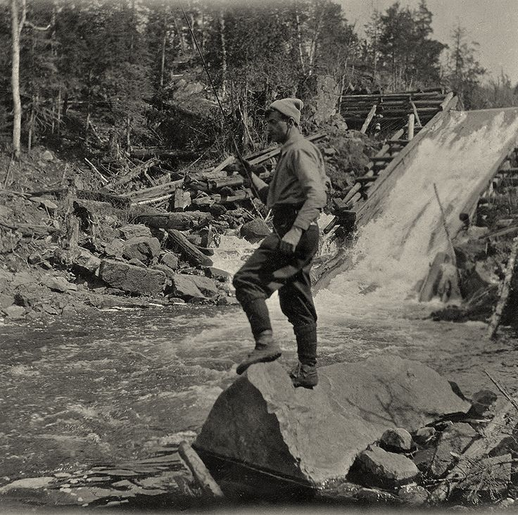 To earn needed money, Thomson sometimes worked as a guide or fire ranger in Algonquin Park. Tom Thomson at Tea Lake Dam, Algonquin Park, 1916.
