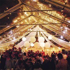 Tent versiering met drapering en lampionnen.   Tent decoration with drapings and paper lanterns.  #lampionnen #drapering #draping #weddinginspiration #weddingplanner #weddingideas #styling #decoratie #decoration #wedding #trouwen #huwelijk #event #events #eventplanner #tent #marriage #paperlantern  Bruiloftsborden hangende lantaarns Heiraat dekoration Fete de mariage decoration Lanternes en papier