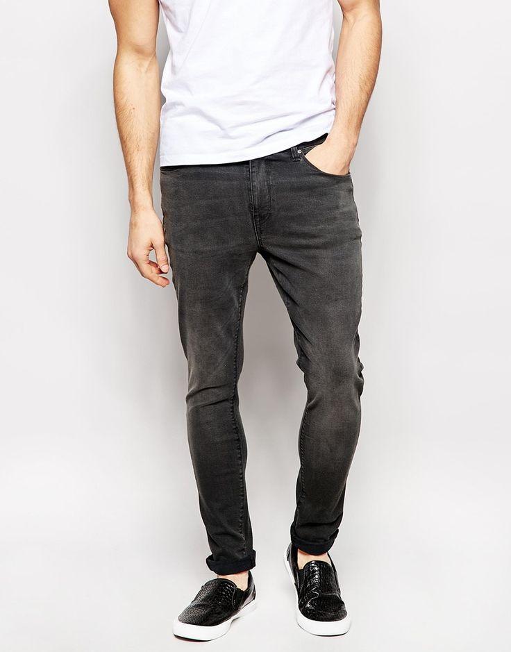 Superenge Jeans von ASOS festes Stretch-Denim Reißverschluss Fünf-Taschen-Stil supereng - nah am Körper geschnitten Maschinenwäsche 98% Baumwolle, 2% Elastan Model trägt 32 Zoll/81 cm Normalgröße und ist 185,5 cm/6 Fuß 1 Zoll groß