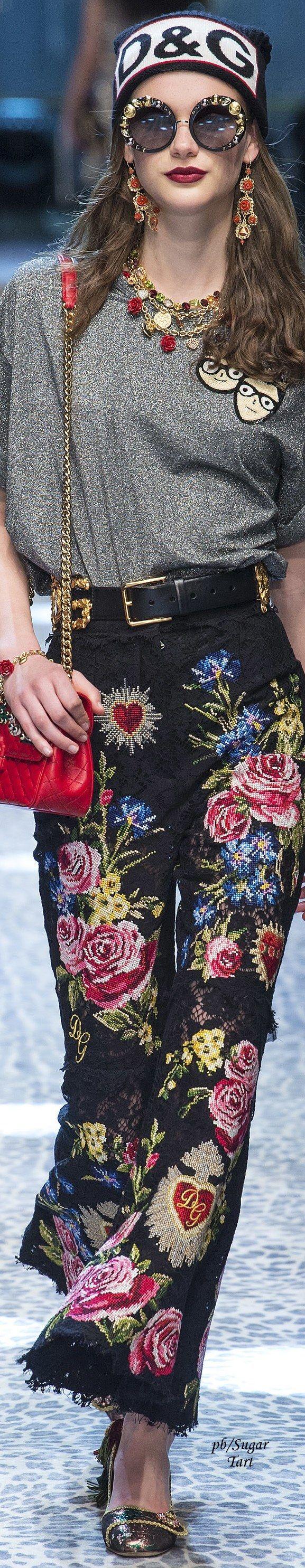 Dolce & Gabbana Fall 2017 *☆ ♡ ριntєrєѕt: ♕ριnkɑndvєlvєƗ♕  ιnstagram: thєριnkɑndvєlvєƗ   ριnkɑndvєlvєƗ.com #pinkandvelvet #fashion