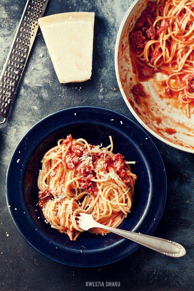 Szybkie spaghetti bolognese ze świeżych pomidorów