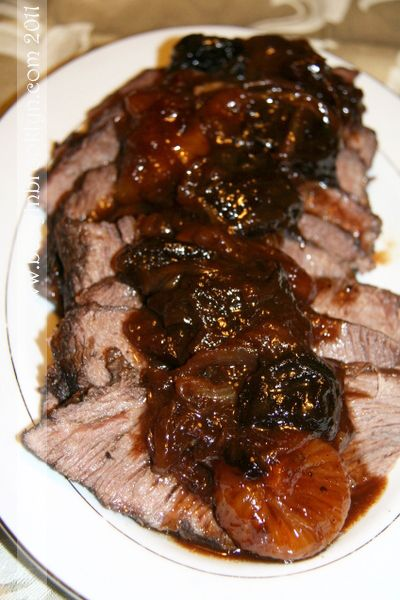 sweet Rosh Hashanah roast with honey and dried fruit