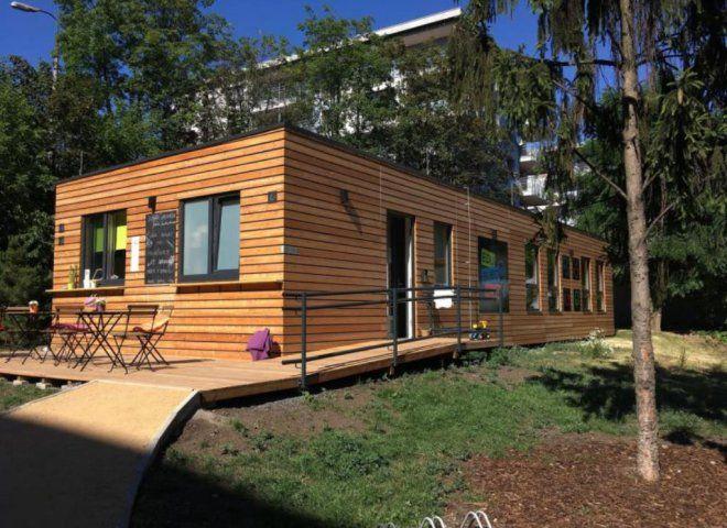 Nově otevřený moderní klub nabízí dětem prostor ke hraní venku i uvnitř a rodiče zve na domácí limonádu.