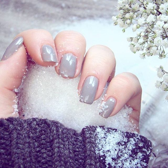 We love SensatioNail color 'Tag Me Taupe' for the winter time!
