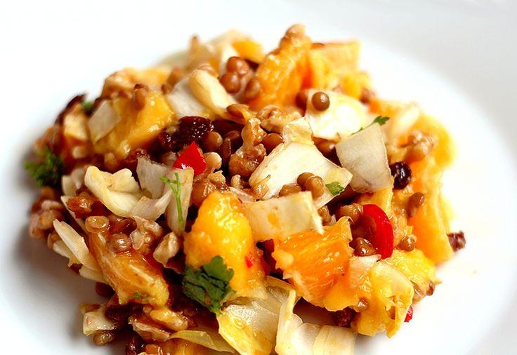 Recept: Pittige witlofsalade met mango en sinaasappel