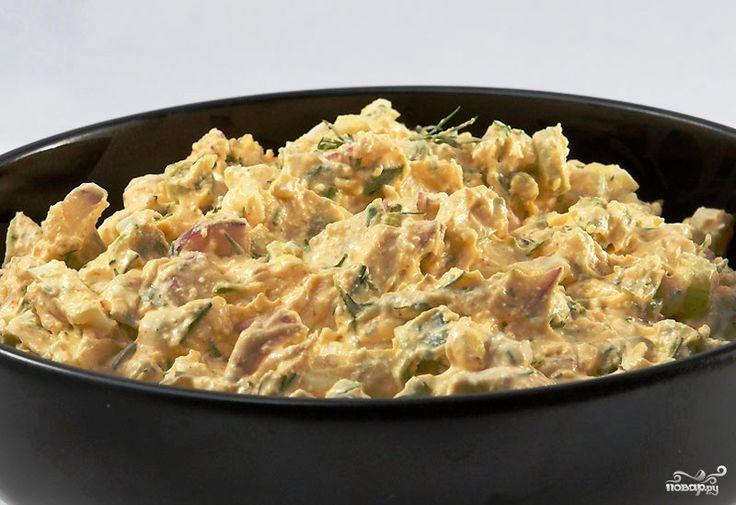 Салат с редиской и творогом - это не просто вкусный салат, но еще и настоящая витаминная бомба. Сочетание редьки и творога не только накормит, но и насытит организм большой порцией кальция.