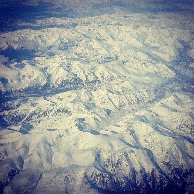 Северо-Байкальский горный хребет. Полчаса назад сели в Чкаловском. Здравствуй Москва и летайте все бортами Минобороны - это вам, котики, не Аэрофлот ;)