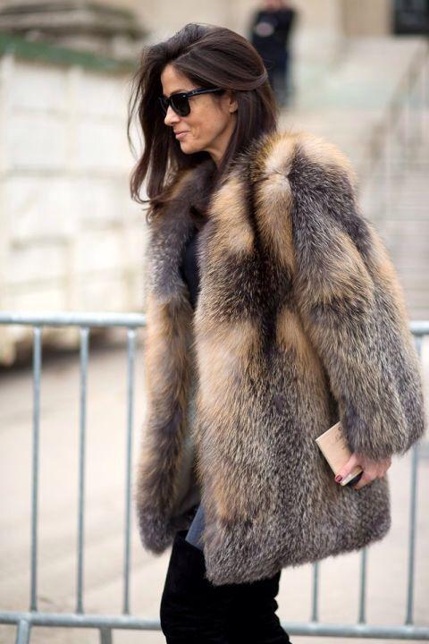 Abrigos de pelo sí, pero sintético. Combinable con nuestro vestido modelo #Marance, de Womance.