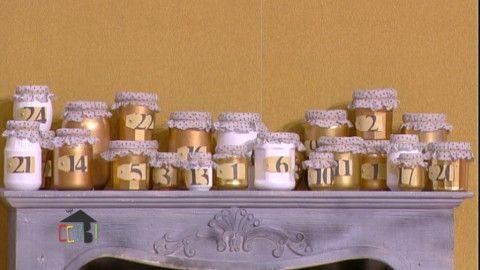 Un calendrier de l'Avent unique des petits pots bombés des mini bougies ou des led à allumer chaque jours un couvercle en tissu après l'allumage