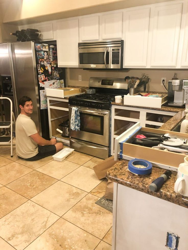 We painted our kitchen (Benjamin Moore Swiss