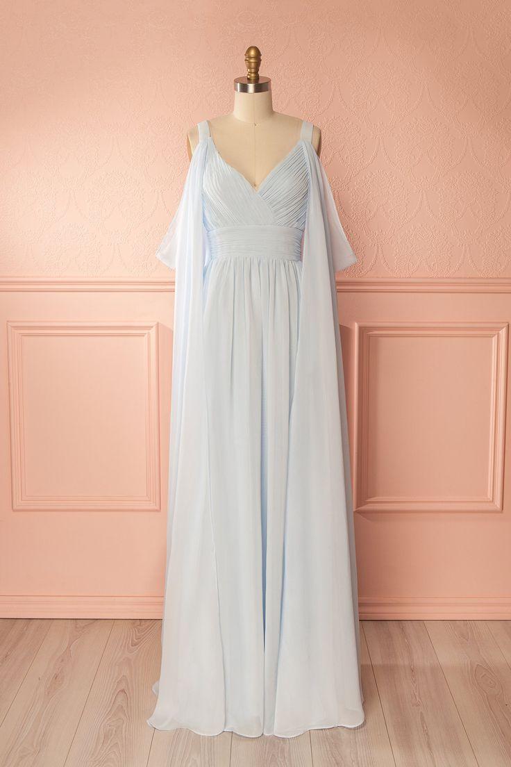 Light blue off-shoulder bridesmaid gown with draped open sleeves - Robe longue de dame d'honneur bleu pâle avec épaules dégagées et manches ouvertes drapées
