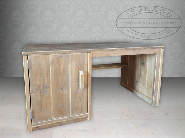 Breng sfeer in het kantoor of in de slaapkamer met een steigerhout bureau.