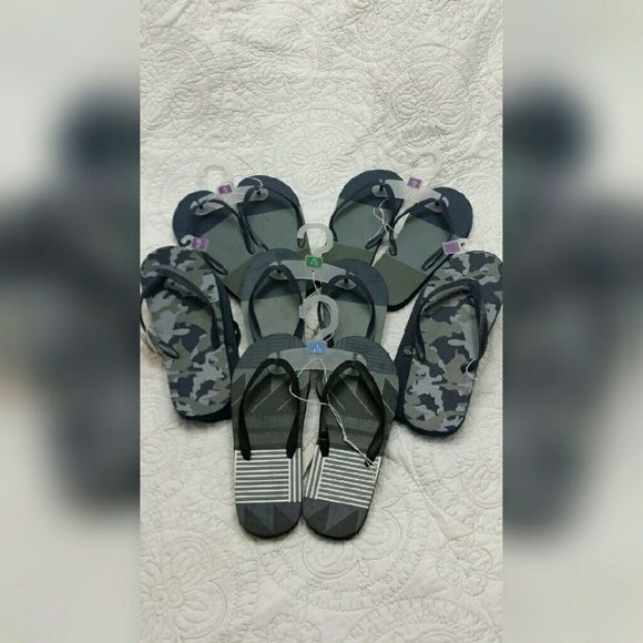 NEW....Unisex Flip Flops NEW....Various Unisex Flip Flops  Sizes Range from 2\3, 4\5,  to 6 No Larger Sizes....(Sorry!)  Colors:  Gray\Dark Blue Shoes Sandals