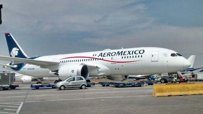 A380 de aeromexico,airport scl