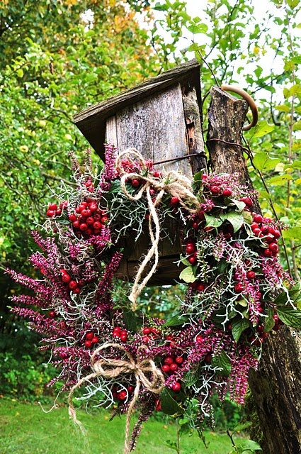 Heather and berries with twine bows. Photo from the blog, LILJOR OCH TULPANER (Lilies and Tulips)