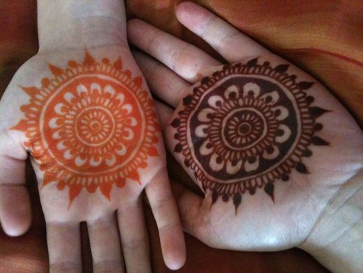 Цвет рисунка хной через 24 часа (оранжевый) и через 48 часов (коричневый)