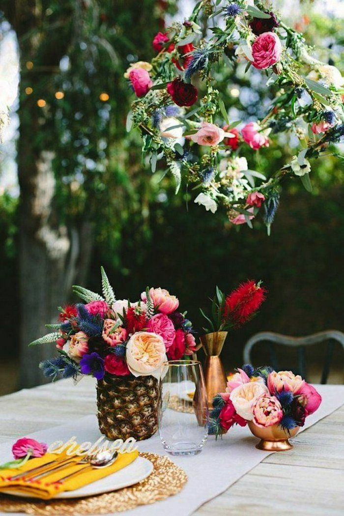 un joli enorme bouquet de fleurs pour decorer la table de jardin
