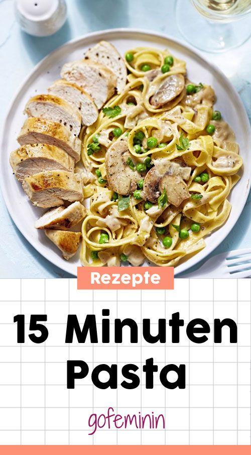 15 Minuten Pasta: Cremige Bandnudeln mit Erbsen, Champignons und Hähnchenbrust