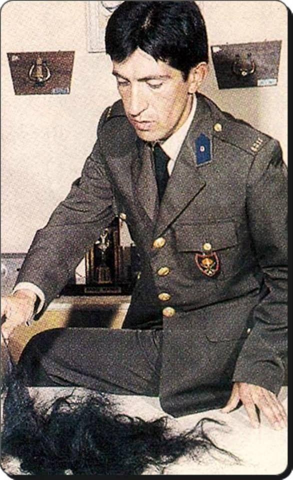 Ankara, Polatlı'da Topçu Asteğmen olarak askerliğini yapan Barış Manço/1972
