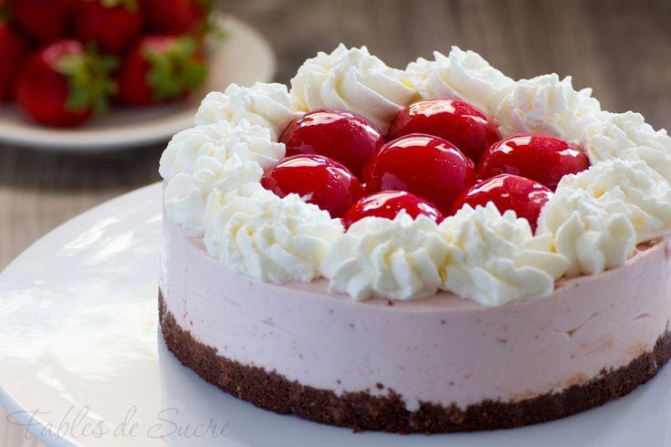 Un fondo croccante al cacao, una crema morbida e una gustossisima gelèe compongono questa cheesecake alla fragola, una delizia irrinunciabile e da provare!
