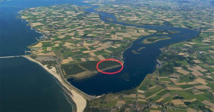 Dit park is prachtig gelegen aan het Veerse meer in Zeeland en is uitsluitend voorbehouden aan campers. Vanuit het park heb je onmiddellijk toegang tot een