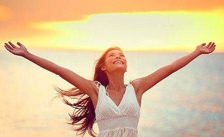 Selbstheilung durch die Kraft der Gedanken ist möglich! Denn die Gedanken und geistigen Fähigkeiten eines Menschen können viel mehr erreichen, als man glaubt. Ja, im Grunde sind viele andere Bemühungen erst dann von Erfolg gekrönt, wenn der Mensch voller Zuversicht ist. Nicht umsonst heisst es: Der Glaube versetzt Berge. Und so kann die Einstellung eines Menschen die Selbstheilungskräfte aktivieren. Doch ist es alles andere als einfach, seine persönliche Einstellung und die eigenen Gedanken…