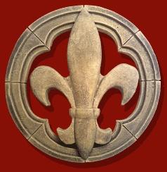 #Grande #fleur de #Lys (Le lys fut utilisé par les #souverains #carolingiens puis par leurs successeurs, #empereurs ottoniens et rois #capétiens. C'est sous le règne de #Louis VII, que l'expression « fleur de lis » apparut et que les fleurs de lys d'or sur champ d'azur devinrent les #armes de #France et l'emblème spécifique des #rois de France)