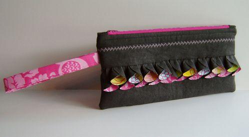 PictureWristlets Tutorials, Petals Ruffles, Clutch Purse, Circles Ruffles, Ruffles Ideas, Diy Clutches, Clutches Bags, Clutches Purses, Sewing Bags