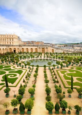 Versailles Garden, France to plant white roses , white flowers around the lake then pink , then yellow, then red , then orange , then blue  violet