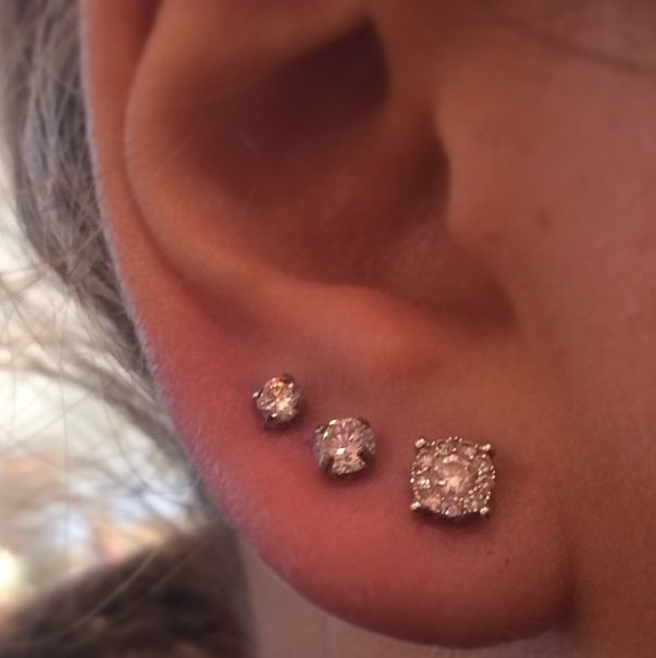 Cool, girly ear piercing. 3 Hole ear piercing... Need one more piercing to finally get there